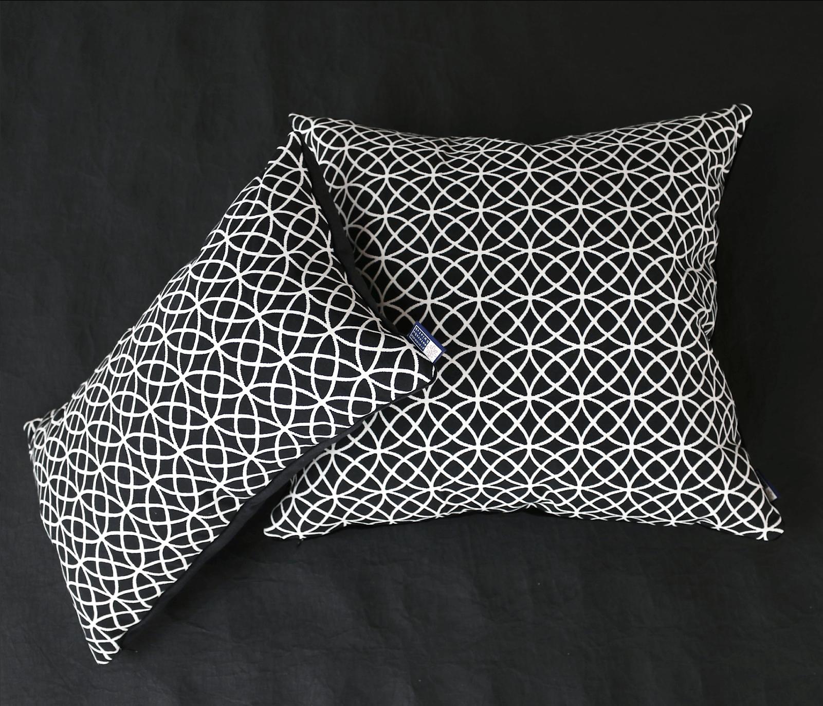 Poduszka Dekoracyjna żakard Przeplatane Koła 50x50